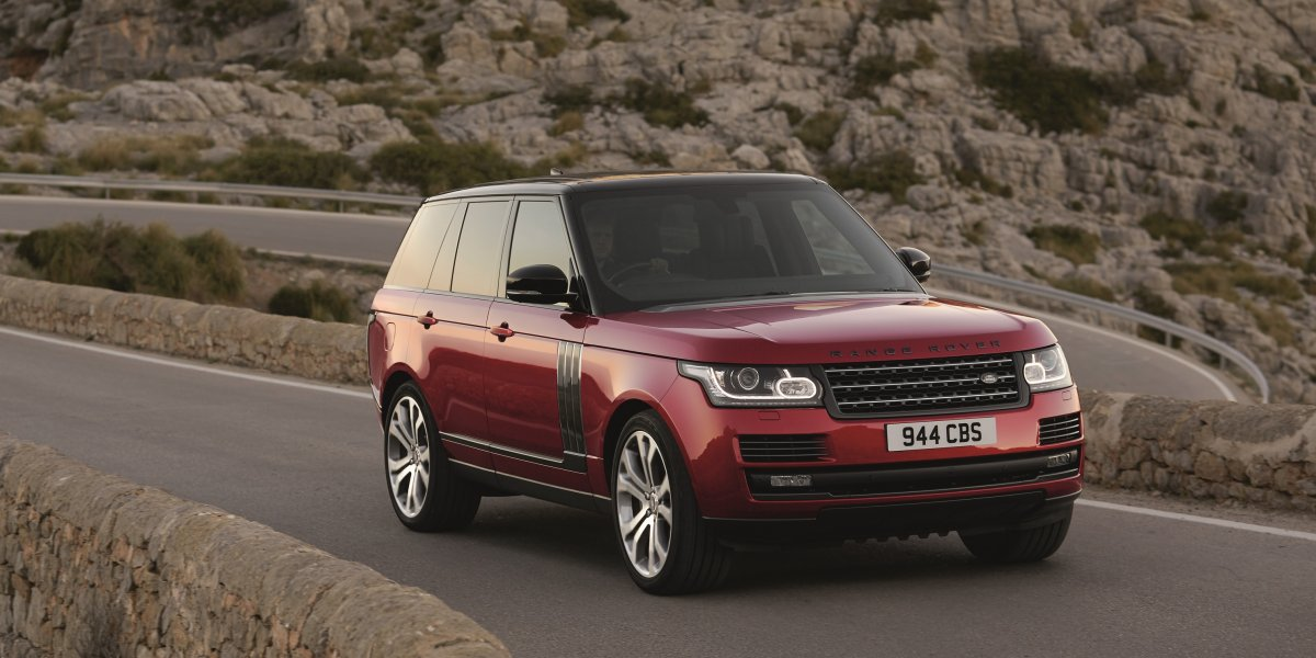 ELEVATED PERFORMANCE AND DESIRABILITY FOR 2017 RANGE ROVER