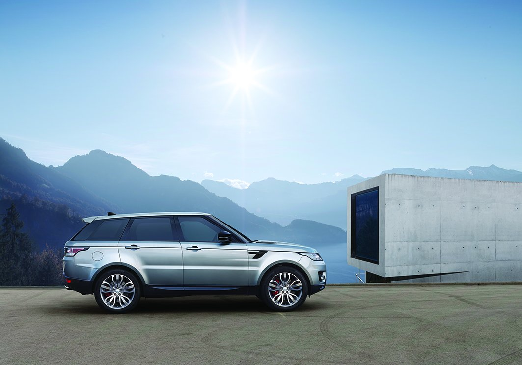 NEW ENGINE AND ADVANCED TECHNOLOGY FOR RANGE ROVER SPORT