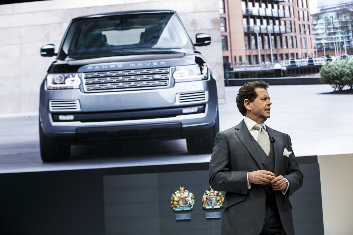 New flagship Range Rover SVAutobiography debuts at the New York Auto Show